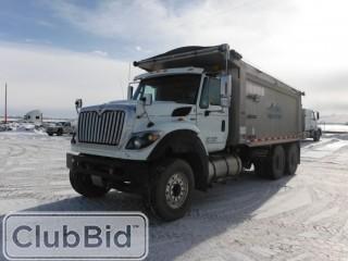 2013 International 7600 T/A Gravel Truck